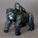 gorilla_figurine_with_baby_1
