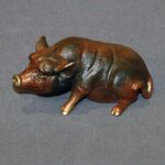 sitting_pig_figurines_1